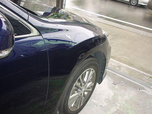 トヨタ クラウン 右フロントフェンダ板金塗装修理