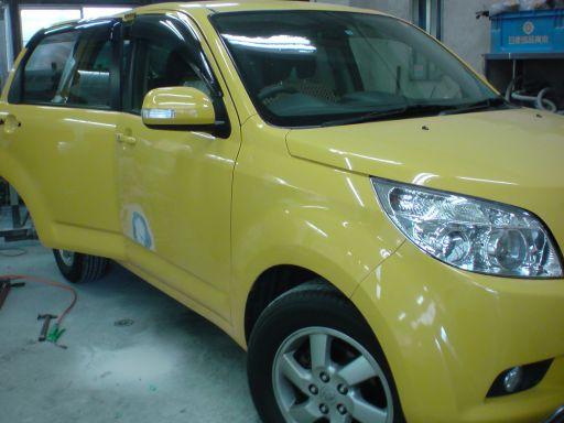 トヨタ ラッシュ 右フロントドア板金塗装修理